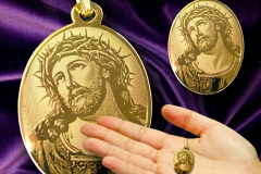 Gold Plated Oval Photo Pendant of the Passion of Christ
